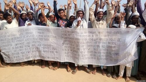 800px-Rohingyas_protesting_repatriation_Jafor_Islam-VOA.jpg